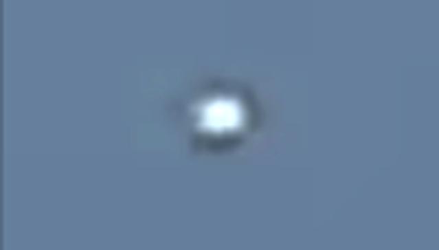 OVNI blanco visto sobre líneas eléctricas en Messina, Italia, 2 de diciembre de 2020 2