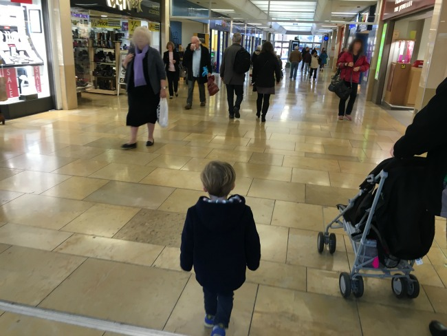 toddler-in-shopping-centre