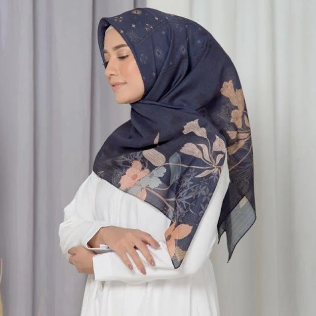 Appear in line with Hijab Navy