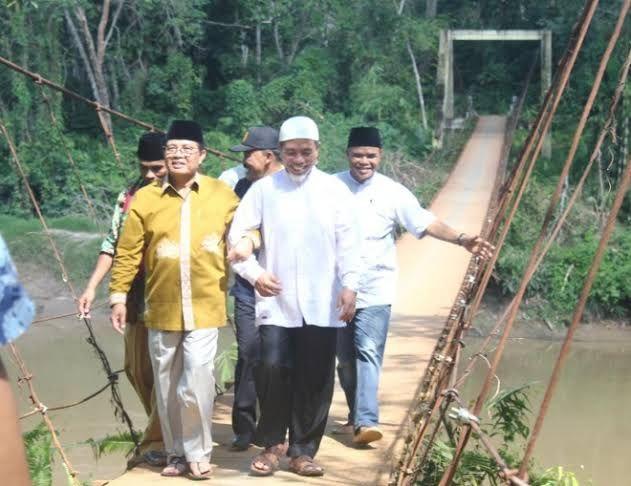 Peletakan Batu Pertama Jembatan Rantau Limau Manis Oleh Gubernur Jambi Fachrori