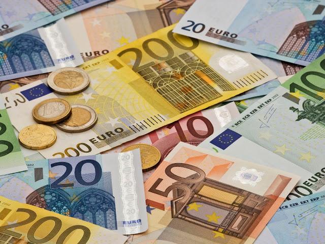 اليورو يرتفع لأعلى مستوى في 17 يوماً بعد تحفيز المركزي الأوروبي
