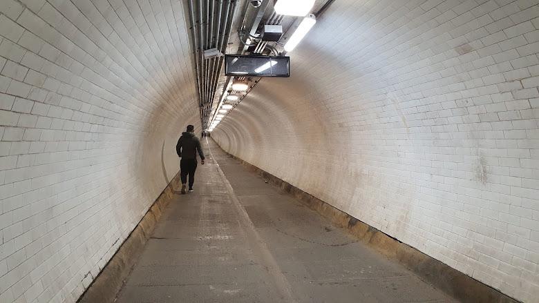 伍利奇 Woolwich 的地下行人通道