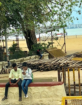 The seaside in Mumbai is very popular for strollers and just having fun (Source: Palmia Observatory)