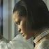 """Muito Alice SIM! Rihanna curte montagem de fã sobre o clipe de """"Love On The Brain"""""""