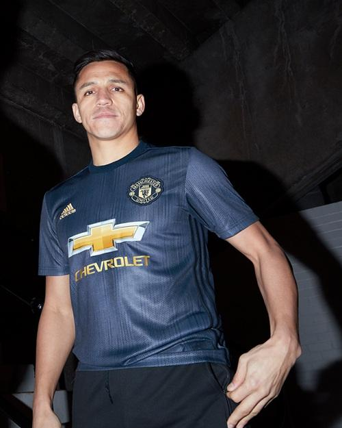 reputable site 04c32 07cc9 Manchester United 18-19 Third Kit Released - Leaked Soccer ...