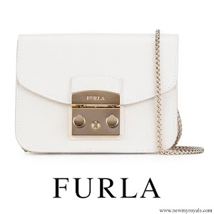 Queen Letizia carries Furla White Leather Shoulder Bag
