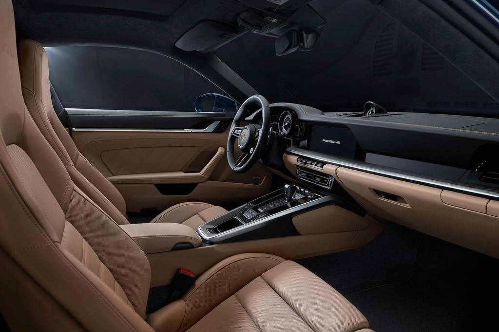 Porsche 911 Turbo 2021 tăng tốc ngang siêu xe, giá từ 170.800 USD