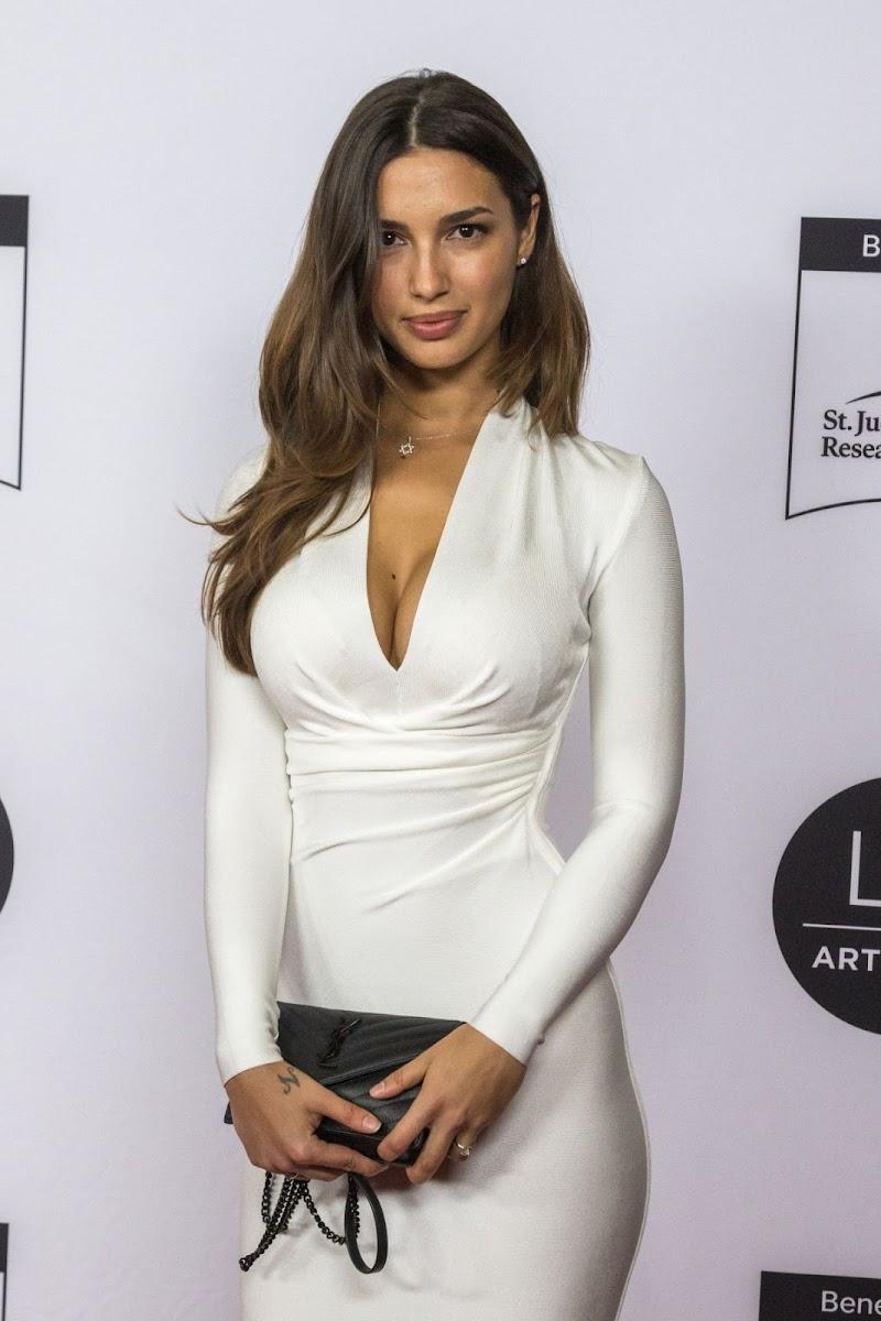 Valeriya Lapidus Clicks at LA Art Show 2020 Opening Night Gala 5 Feb-2020