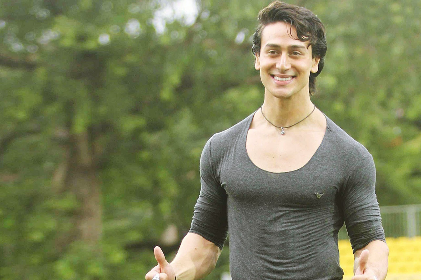 hd wallpaper: tiger shroff hd wallpaper