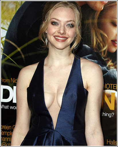 Actress Amanda Seyfried Cleavage and Navel Actress Trend