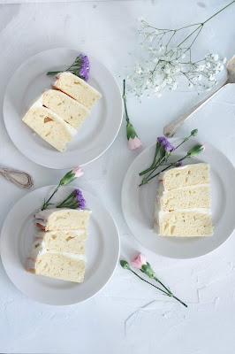 Tarta de boda cortada en porciones