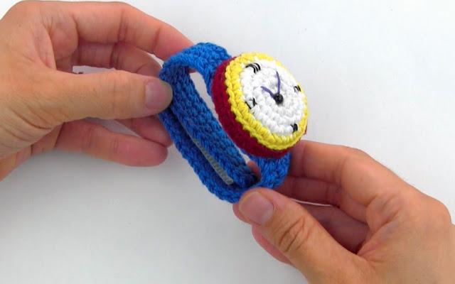 patrón-amigurumi-gratis-reloj-alfiletero-ganchillo-muñeca