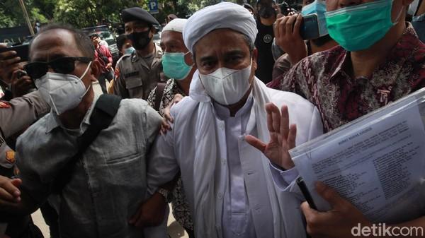 Kala Pengadilan Perintahkan Kasus Chat HRS Dilanjutkan