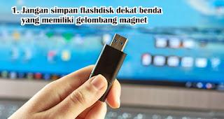 Jangan simpan flashdisk di dekat benda yang memiliki gelombang magnet