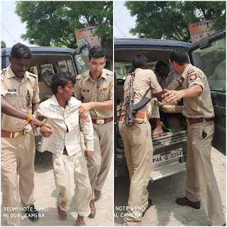 Human Act Police Inspector Helps Injured Man To Hospital News In Hindi Uttar Pradesh