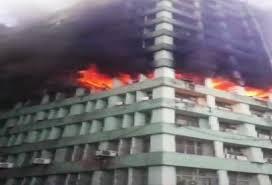 5वीं मंजिल पर लगी भीषण आग, एक सब-इंस्पेक्टर की मौत