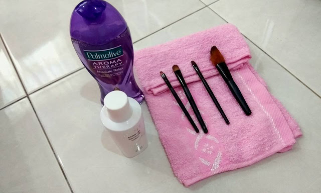 Tips basuh berus make up dengan mudah | Cara basuh berus makeup tanpa brush egg