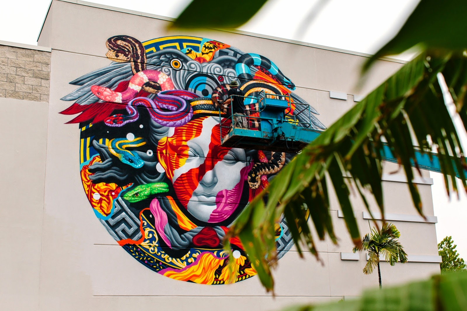 Our friend Tristan Eaton recently stopped by the beautiful island of Oahu to paint a new mural for Versace and POW! WOW! Hawaii on the streets of Honolulu.