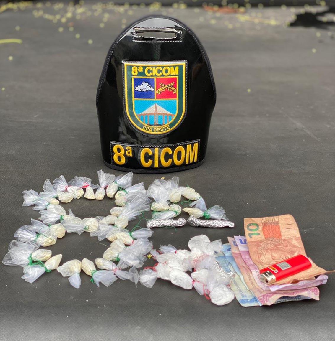 Policiais militares da 8ª Cicom detêm homens com drogas na Compensa 2