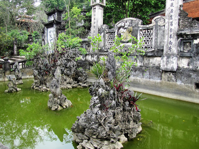 pond thien tru perfume pagoda vietnam