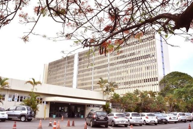 Justiça ordena que hospital que atendeu Bolsonaro e comitiva apresente exames sobre coronavírus