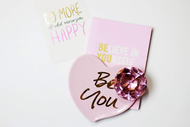 Motivational messages flatlay