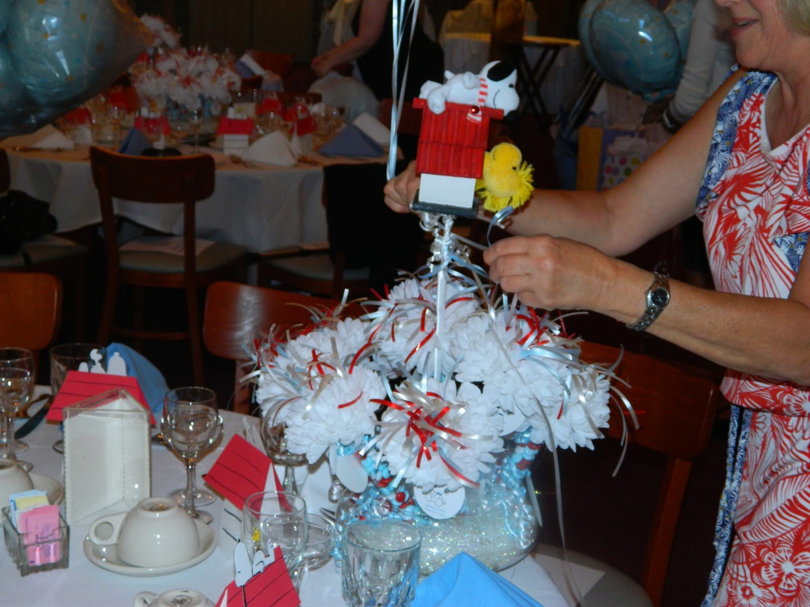 Snoopy Baby Shower Cupcake Cakes