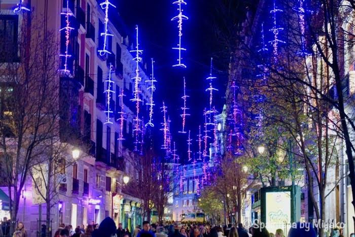 マドリードの旧市街はクリスマスイルミネーションでいっぱい
