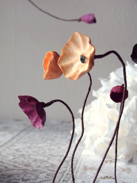 Matrimonio Green:  fiori su stelo,  fiori di cartapesta.  I colori 2017-2018