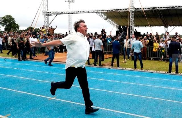 Professores de universidade federal recebem advertências após criticarem Bolsonaro
