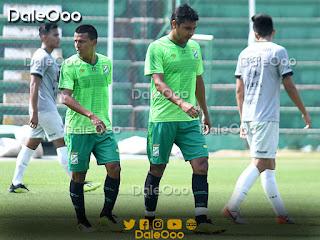José Alfredo Castillo celebra con Carlos Soliz el primer gol de Oriente Petrolero ante la Sub 23 de Bolivia - DaleOoo