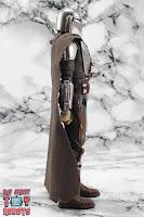 S.H. Figuarts The Mandalorian (Beskar Armor) 05