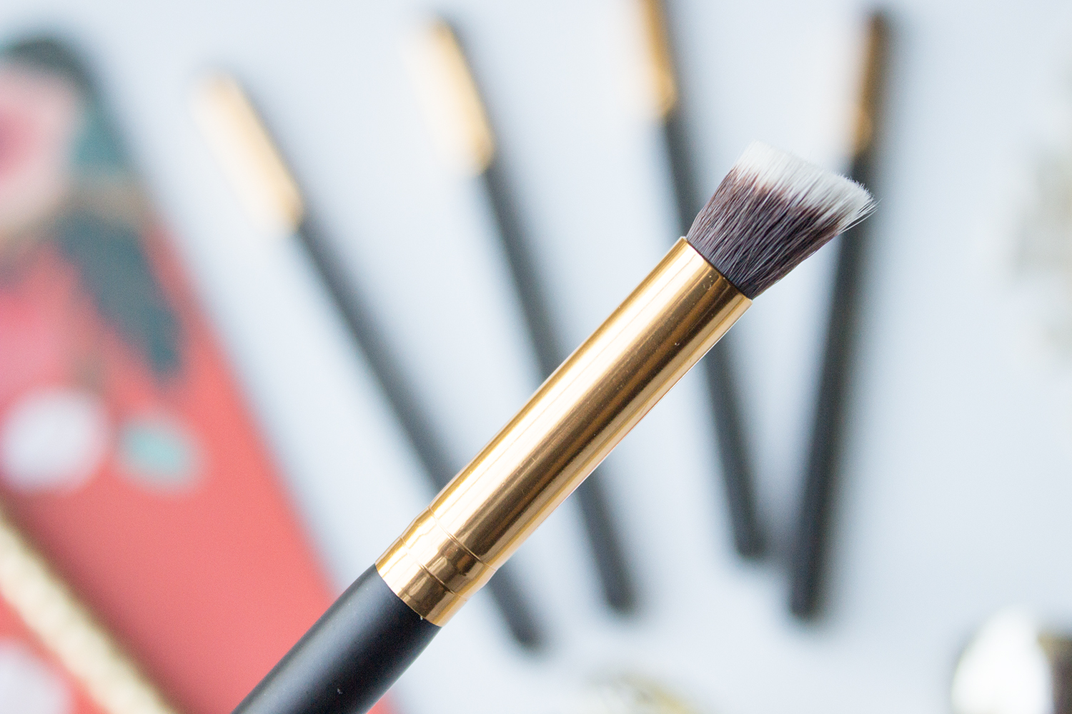 BH Cosmetics Sculpt & Blend Small Angled Contouring Face Brush