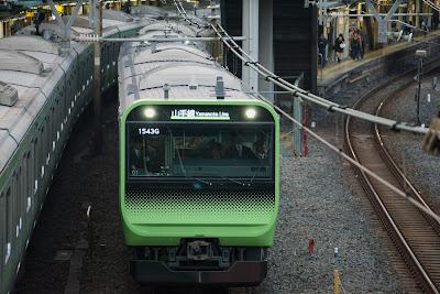 駅を出発するJR山手線E235系
