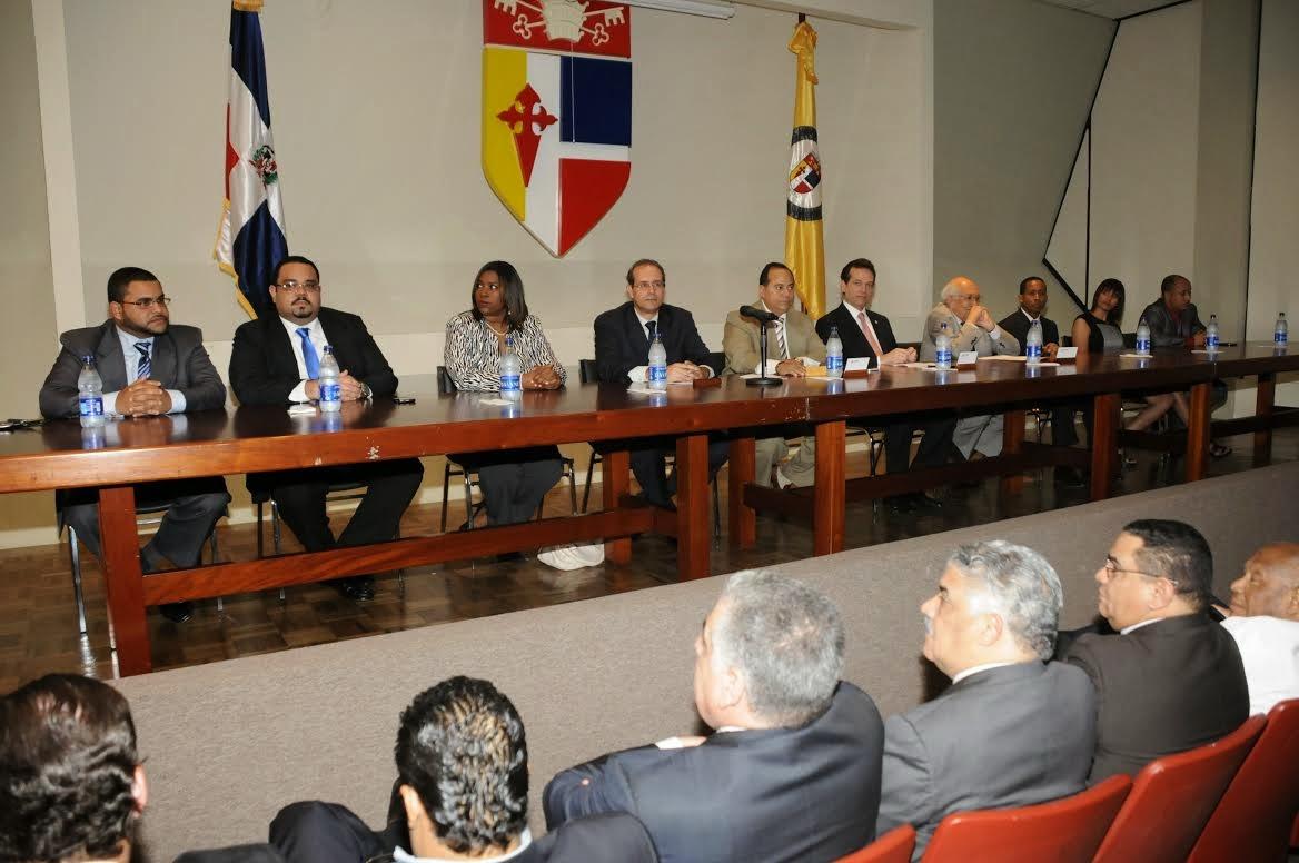 Plinio Apuleyo Mendoza considera clientelismo y la corrupción están socavando el sistema de partidos en Latinoamérica