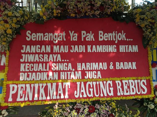 MAKI Protes Atas Baliho Karangan Bunga Dukungan Terhadap Terdakwa Jiwasraya