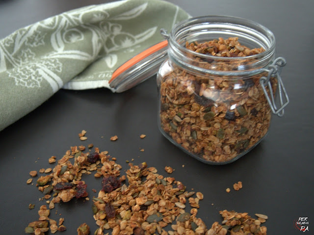 Deliciosa mezcla de cereales, semillas, frutos secos, especias y miel, horneada y crujiente.
