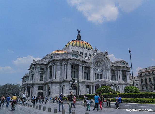 Fachada do Palácio Nacional de Belas Artes, na Cidade do México