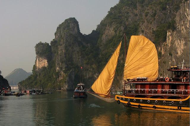 Why Do Travelers Choose Halong Bay Cruise? 1