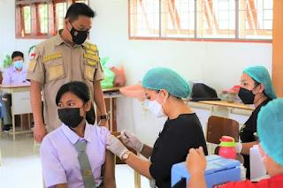 Wakil Bupati Humbahas Tinjau Pelaksanaan Vaksinasi Covid-19 Bagi Pelajar