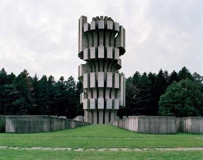 reliquia monumental de la antigua  Yugoslavia.