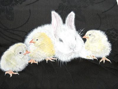ウサギとひよこのアンティーク文様