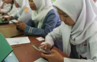 penggunaan smartphone di kelas