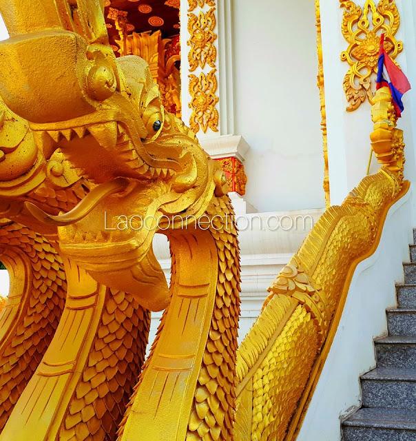 ນາກສີທອງ Beautifully golden naga.