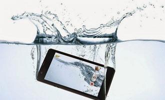 Langkah-langkah Mengatasi Handphone Yang Terkena Air Agar Tidak Rusak