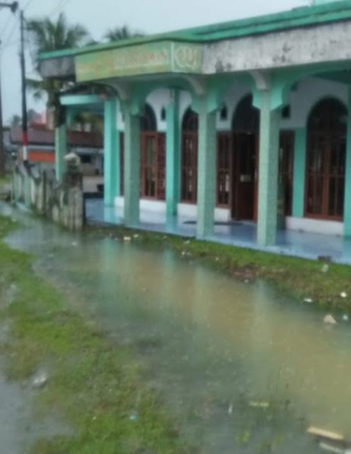 Masjid Baitul Rahman Digenangi Air, Dikampuang Alai Nagari Ampiang Parak Sutera