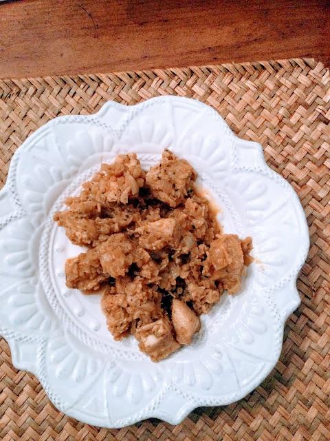 Stoneware plate with garlic chicken plated