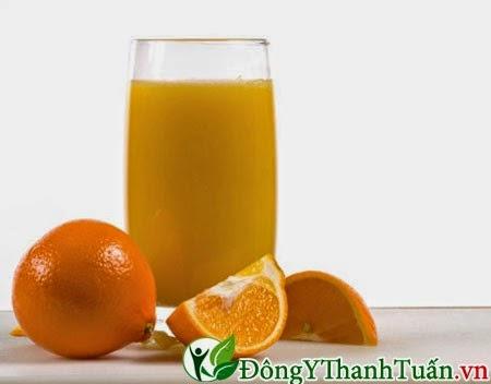 nước cam thực phẩm làm răng ố vàng