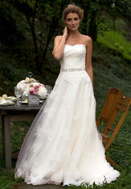 Here Let S To Together The Real Brides And Their Wedding Gowns They Are Great Suggested