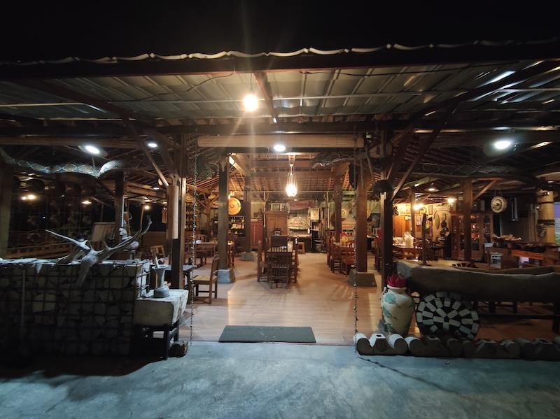 Lesehan Oemah Wawa Klaten, Rumah Makan Bernuansa Jawa Kuno yang Unik